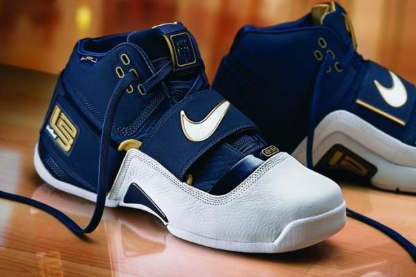 Nike Zoom LeBron Soldier GR vs PE
