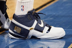 lbj soldier wht nav0 4 LeBrons 2007 Playoffs Sneakers   Zoom Soldier PEs