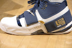 lbj soldier wht nav0 5 LeBrons 2007 Playoffs Sneakers   Zoom Soldier PEs