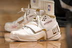 lbj soldier wht gld 6 LeBrons 2007 Playoffs Sneakers   Zoom Soldier PEs
