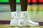 lbj soldier wht gld 7 LeBrons 2007 Playoffs Sneakers   Zoom Soldier PEs