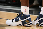 lbj soldier wht nav0 7 LeBrons 2007 Playoffs Sneakers   Zoom Soldier PEs
