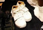 lbj soldier wht gld 10 LeBrons 2007 Playoffs Sneakers   Zoom Soldier PEs