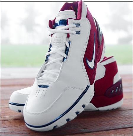 46ea5c4b63b6 Nike LeBron AZG
