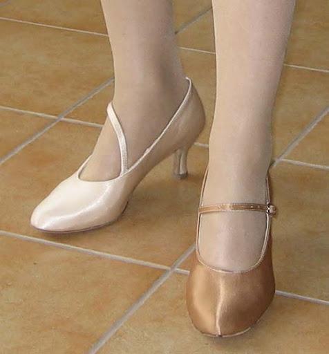 6fa2f9245cb76 5 cm więc niziutki a buty BARDZO WYGODNE mięciutkie i delikatne, wcale nie  czuć, ze to buty na obcasie. Zastanawiam się czy wziąc tamte w ciemno, ...