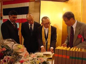 Explaining the details of the Pali Tipitaka to scholars, Osaka, 2007.
