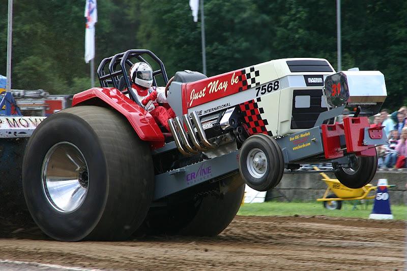Super Stock Tractor Pulling Engines : Tractor pulling news pullingworld wierden short