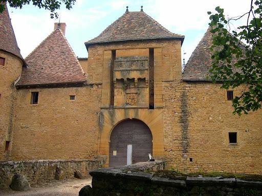 Château de Jarnioux et ses gardiens