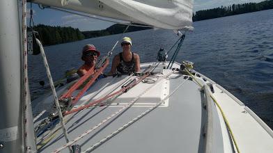 Photo: Pena kouluttaa purjehduksen käytäntöä.