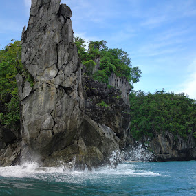 Monument by Paeteneo - Landscapes Travel ( puerto princesa palawan )