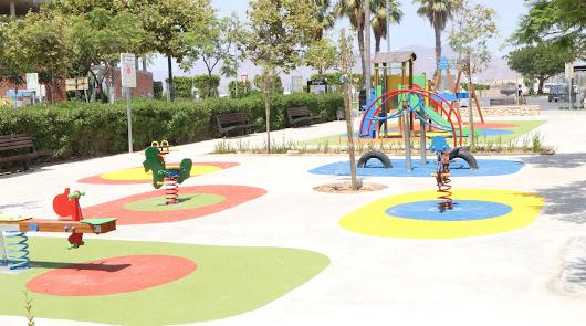 El Ejido amplía la oferta de juegos en los parques y áreas infantiles