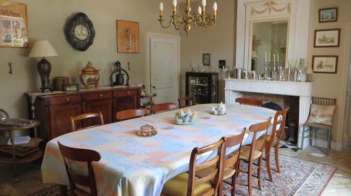 dining-room-at-the-french-bed-and-breakfast-le-clos-de-la-garenne-between-la-rochelle-rochefort-and-niort