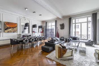 Appartement 6 pièces 230 m2