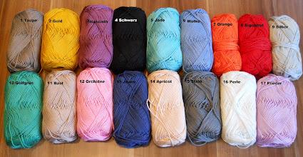Photo: Farben 1,2,6,9,11,14 für die Loop Kette möglich, alle anderen Farben für geflochtene Ketten oder Armbänder.