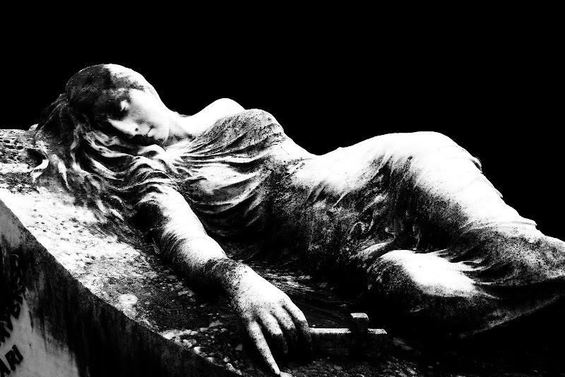 la morte ti fa bella di Elisabetta Castellano