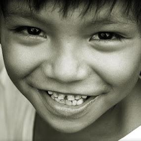 happy by Chris Olivar - Babies & Children Children Candids