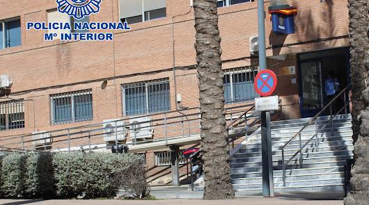 Exterior de la comisaría de la Policía Nacional en El Ejido.