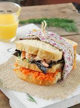 Photo: Sandwich con gambitas, zanahorias y eneldo http://blogexquisit.blogs.ar-revista.com/2013/06/10/sandwich-con-gambitas-zanahorias-y-eneldo/Sonia/Española Nikon D60 18-105 mm 1,8 F11 ISO 100