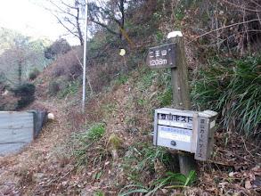 立派な道標と登山ポスト