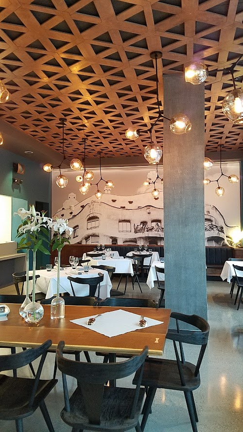 Can Font Portland, a restaurant in the Pearl District of Portland offering Catalan Cuisine- main dining room area