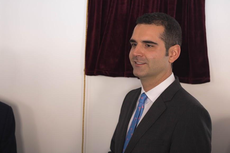 El alcalde, Ramón Fernández-Pacheco, en la inauguración de la biblioteca José María Artero.