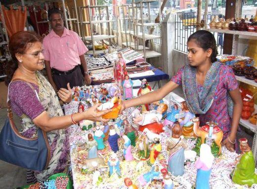 Brisk sale of dolls at Poompuhar showroom. Picture source:hindia.in