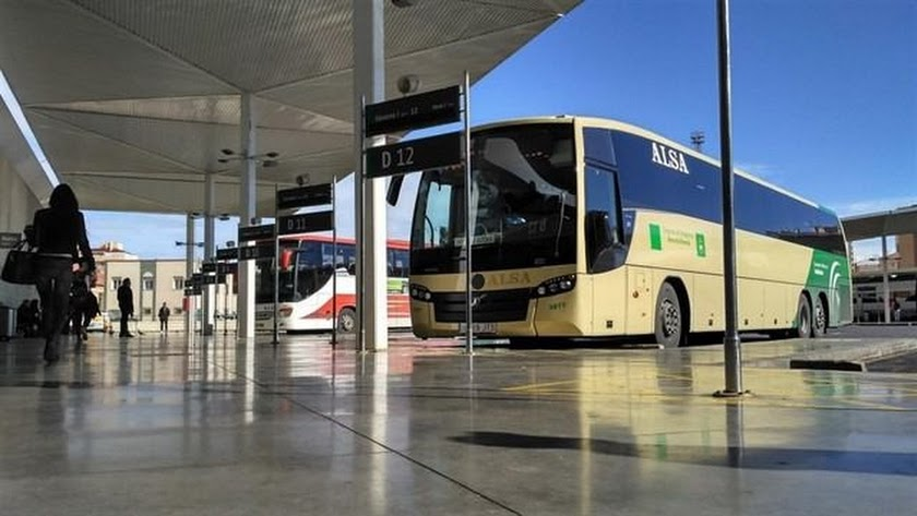 Un autobús del consorcio en la estación de la capital.