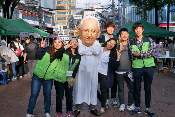 University students. street evangelization in Seoul.