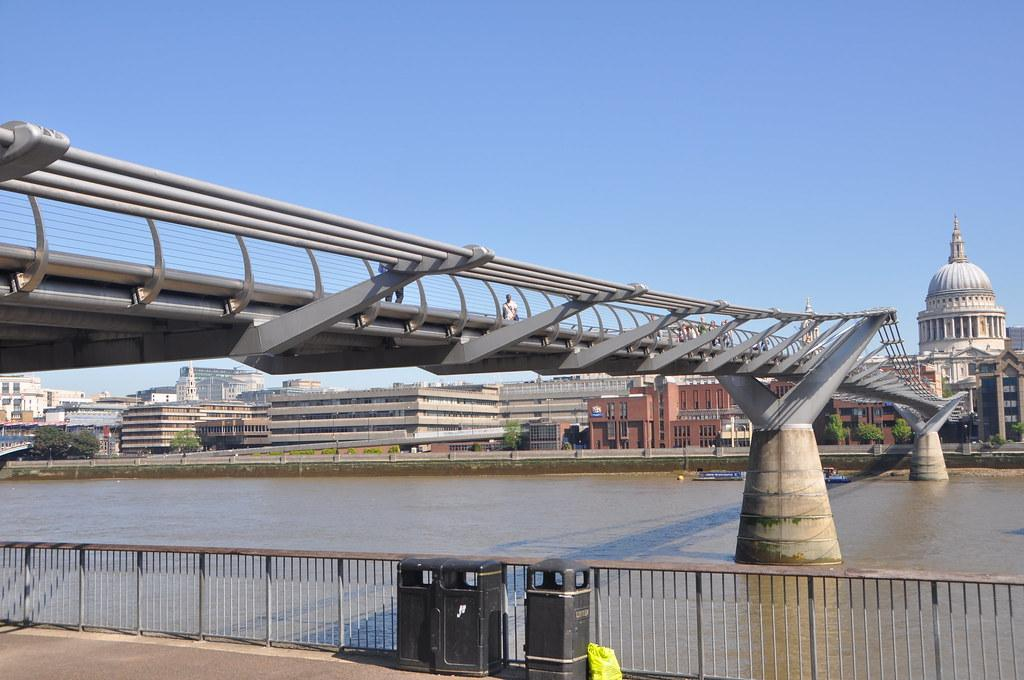 "Millennium Bridge   ""Harry Potter Bridge"" River Thames, Lond…   Mabel Lu    Flickr"