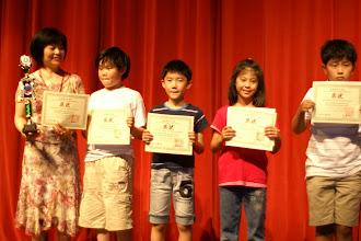 Photo: 周菊香老師 與得獎學生