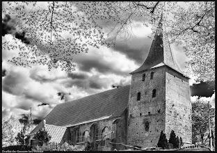 Photo: Dorfkirche Gressow mit wuchtigem Westturm aus dem 15. Jht.