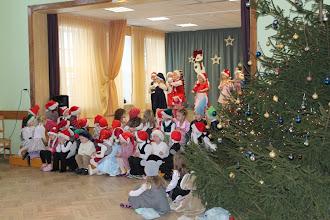Photo: 20.decembrī pirmskolas 5-6 gadīgo bērnu grupa svinēja Ziemassvētkus  - ar priekšnesumiem priecēja vecākus un no Rūķa lielā dāvanu maisa saņēma paciņas.