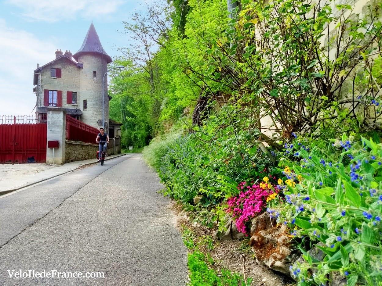 Ruelle dans Auvers sur Oise par veloiledefrance.com