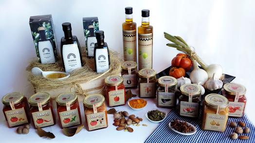 Variedad de productos veganos y saludables.