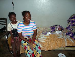 Photo: il y a toujours au moins un bébé dans une maternité, sachant que les mamans n'y restent souvent pas plus d'une nuit.