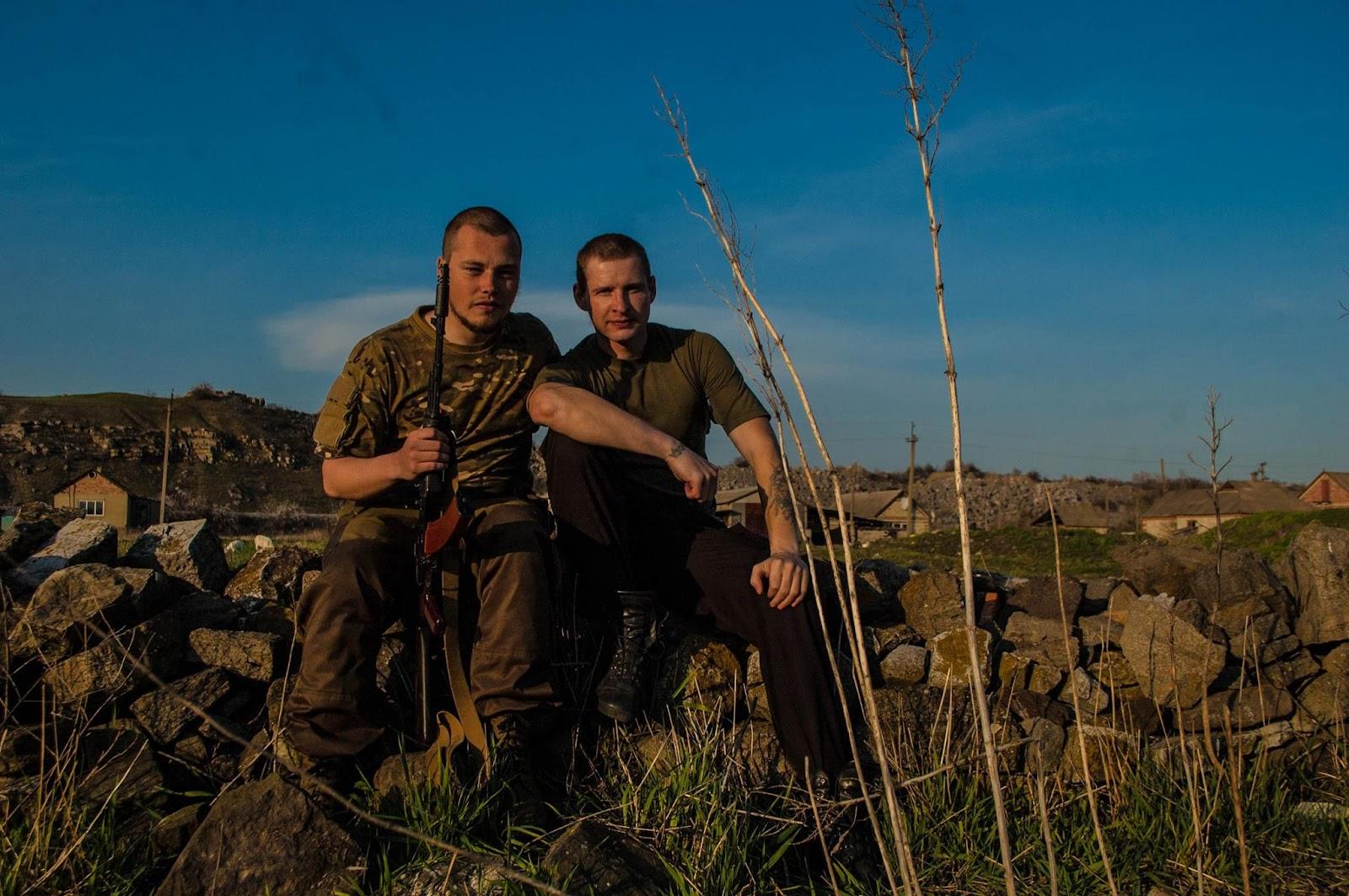 Худжец с командиром ДШРГ «Русич», российским нацистом Алексеем «Фрицем» Мильчаковым