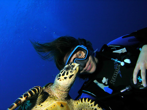 Tahiti-scuba-turtle2.jpg - Smile for a shot with local turtles while you enjoy your dive excursion in Tahiti.