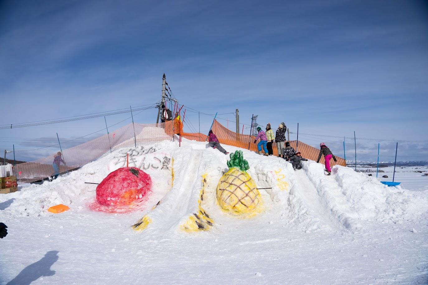 手作りの雪像滑り台