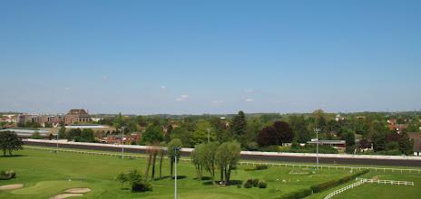 Photo: Mairie de Marcq-en-Baroeul à gauche.