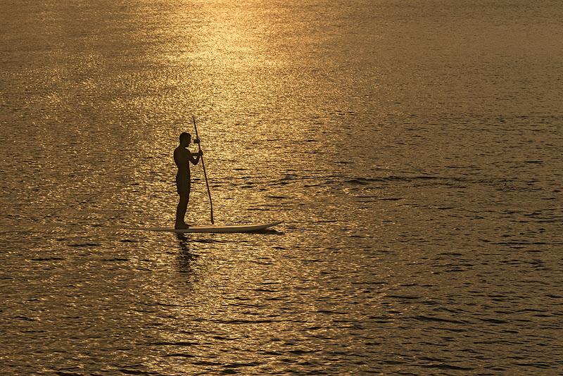 uomo e acqua si fondono creando armonia di angelo27