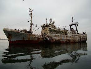 Photo: Épave de bateau échoué dans Walvis Bay en Namibie