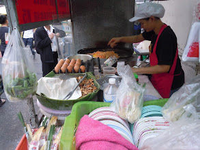 Photo: Pad Thai cart on soi in Bangkok