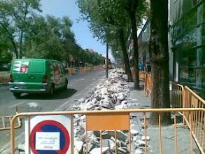 Photo: Cambio d modelo productivo propuesto x el gobierno: hacer carriles bici. Mas eficacia y menos buscar votos, por favor.