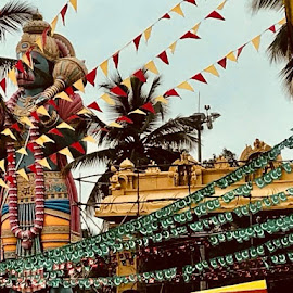 by Arnab Ghosh - City,  Street & Park  Neighborhoods