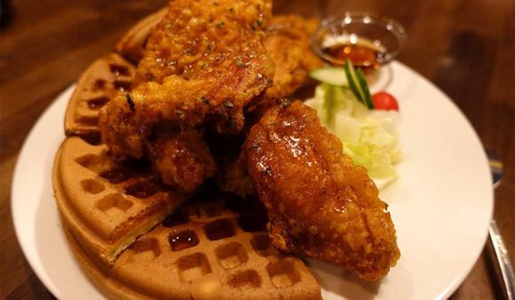 「紐奧良小廚(林森店)」:炸雞鬆餅好吃但有點油,想吃鬆餅炸雞不用再到象山站囉(捷運善導寺) 善導寺附近美食 ▌