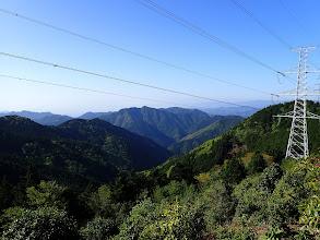鳥尾峠からの眺め(中央が栃古山)