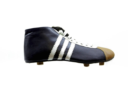 Chuteiras  a evolução do futebol na ponta dos pés — Google Arts   Culture 468b3c4fff881