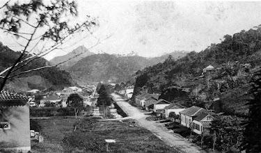 Photo: Rua do Imperador, esquina com Rua Paulo Barbosa, então chamada Rua do Honório e depois Rua do Mordomo. Foto de meados do século XIX