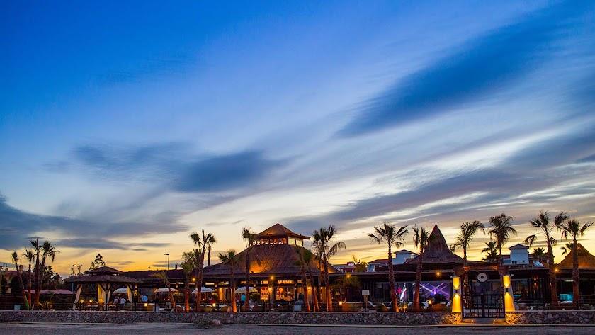 El 'beach club' Maraú, situado en la playa Puerto Rey del municipio de Vera, ofrece vistas magníficas al mar.
