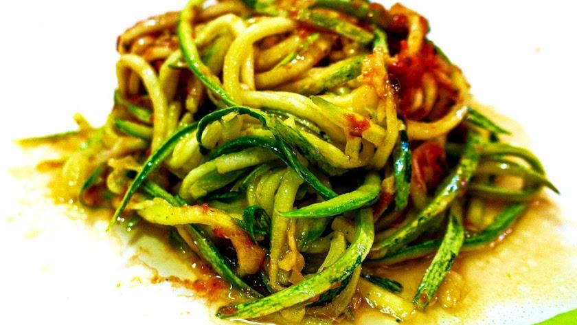 Espaguetis de calabacín para la cena.